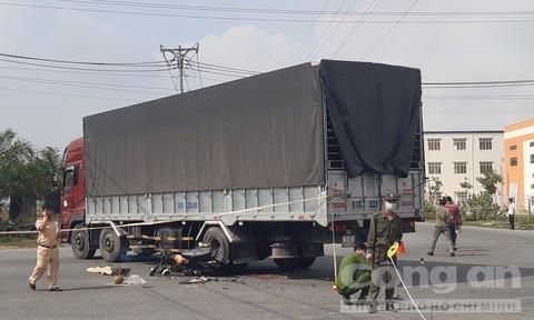Xe máy tông xe tải tại ngã tư không có đèn tín hiệu, thanh niên chết thảm