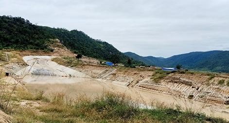 Hồ chứa nước 200 tỷ thi công sai thiết kế, không có đất bồi đắp công trình