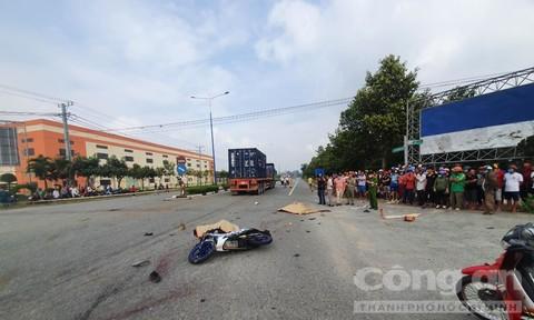 Thêm 2 người tử nạn vì tông xe container tại ngã tư không có đèn tín hiệu