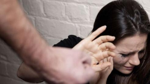 Bị chồng đánh chửi suốt 40 năm, người phụ nữ không thể ly hôn vì lý do gây tranh cãi