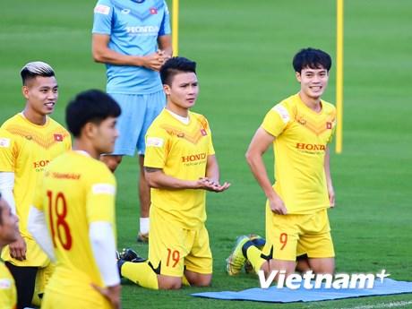 Giá vé bóng đá xem tuyển Việt Nam giao hữu đội U22 là bao nhiêu?
