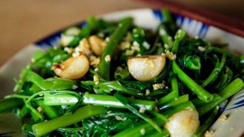 Cách xào rau muống xanh, giòn chuẩn vị nhà hàng