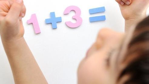 Bài toán tính số gà trong chuồng, giáo viên gạch sai đáp án của học sinh khiến phụ huynh phản đối 'Cô quá cứng nhắc'