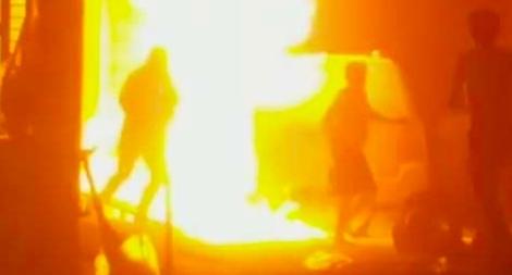 Cháy nhà 5 tầng vắng chủ trong đêm, nhiều tài sản và ô tô hư hỏng