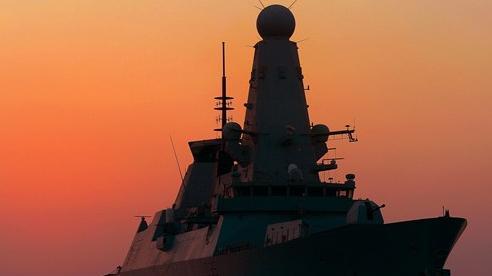 Tàu khu trục tối tân của Anh áp sát, Crimea 'dậy sóng', Moscow và London sắp đại chiến?