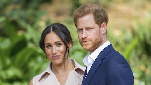 Lo ngại vợ chồng Hoàng tử Harry'đánh đổi' bí mật Hoàng gia Anh trong bản hợp đồng mới