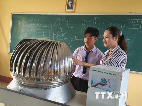 Độc đáo mô hình máy tạo nước sạch từ điện gió của cậu học trò lớp 11