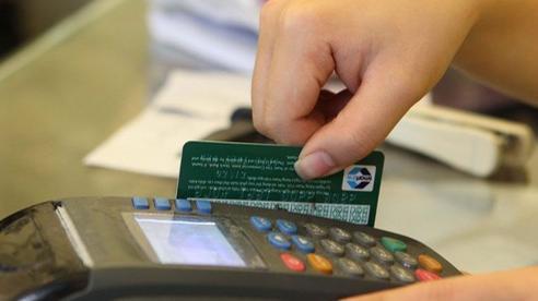 Khách hàng có nguy cơ bị đánh cắp thông tin, các ngân hàng ráo riết 'khai tử' thẻ từ, thay bằng thẻ chip