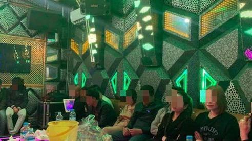 Quảng Bình: Tạm giữ 11 người làm điều 'mờ ám' trong phòng karaoke