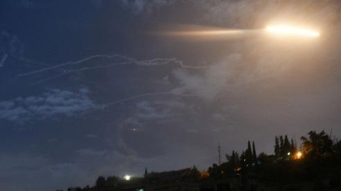 Israel 'mượn' Lebanon tấn công Syria?