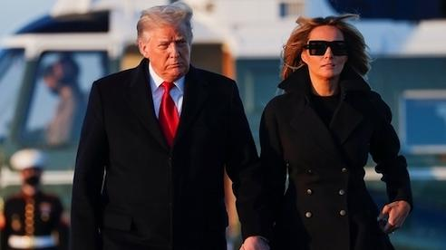 Đệ nhất phu nhân Melania Trump bị nghi dùng 'thế thân' vì bức ảnh nắm tay chồng