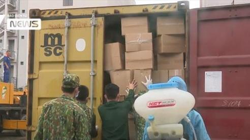 Trót lọt thông quan, 2 container chất đầy hàng lậu đang lưu thông trên đường thì bị bắt giữ