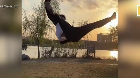 Xem màn nhào lộn siêu đẳng của thanh niên Trung Quốc