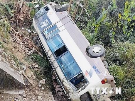 Điện Biên: Xe khách lao xuống vực, hành khách may mắn thoát nạn