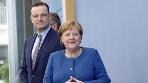Thủ tướng Angela Merkel bị mất ngôi chính trị gia được yêu mến nhất tại Đức