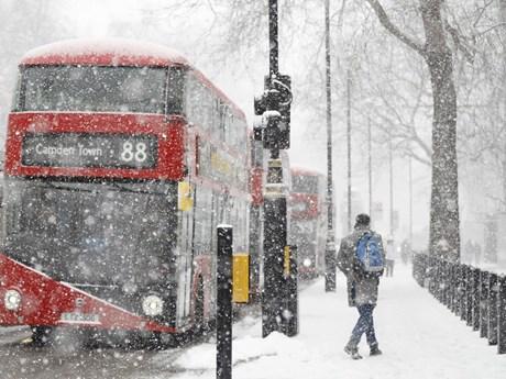 Hoạt động giao thông tại nhiều nơi của Italy, Anh tê liệt do tuyết rơi