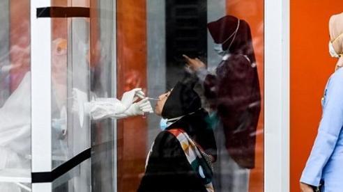 Ưu tiên giới trẻ: Tại sao Indonesia chọn tiêm chủng 'một mình một phách'?