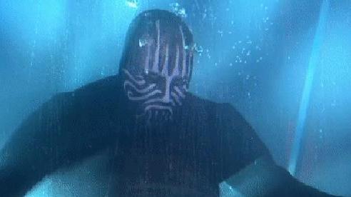 Diễn trò mạo hiểm nhịn thở dưới nước 20 phút, nhà ảo thuật bất ngờ nổi lềnh bềnh