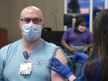 Cuộc chạy đua vắcxin COVID-19 tiếp tục diễn ra trên toàn cầu
