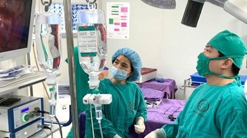 Phẫu thuật lấy ổ cặn mủ màng phổi cho trẻ 2 tháng tuổi