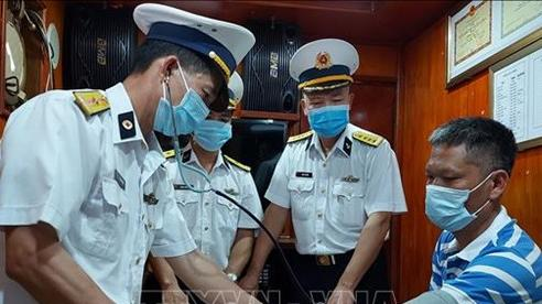 Hải đoàn 128 cứu nạn thành công 14 ngư dân gặp nạn trên biển