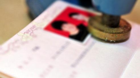 Đi đăng ký kết hôn, người phụ nữ choáng váng phát hiện mình đã... có chồng từ 13 năm trước
