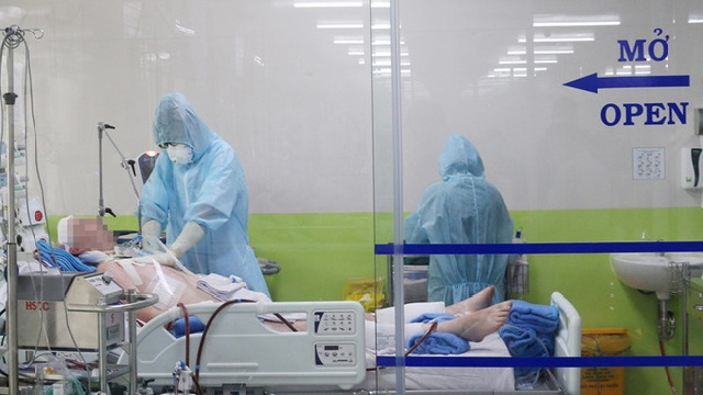 Phi công người Anh mắc loại vi khuẩn nguy hiểm, phải lọc máu trở lại