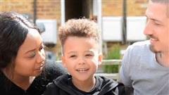 Thần đồng 4 tuổi người Anh có IQ cao học bằng ba thứ tiếng