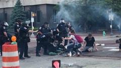ĐỪNG LỠ ngày 31/5: Ít nhất 30 thành phố Mỹ chìm trong biểu tình, một cảnh sát bị bắn chết; Có thể bị phạt đến 12 triệu đồng nếu dừng đỗ ô tô sai quy định