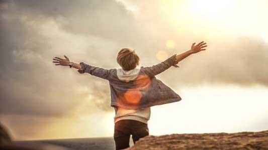Ca khúc ngày mới: Quên đi tôi hôm qua, mở lòng nghe ban mai vui ca