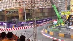 Xe đua F3 mất kiểm soát, văng lên khung trung gây tai nạn khủng khiếp