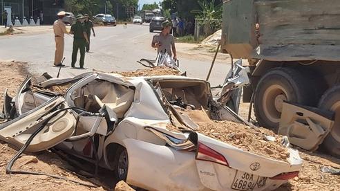 Vụ xe ben đè nát xe con ở Thanh Hóa: Cháu bé thoát chết nhờ rơi xuống chỗ để chân ghế ngồi