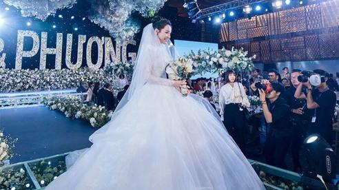 Ảnh hiếm đám cưới Trường Giang - Nhã Phương được chia sẻ, gây chú ý lại là khoảnh khắc Chi Dân sánh đôi bên Ninh Dương Lan Ngọc, hóa ra đã bên nhau từ lâu