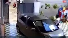 Người phụ nữ ngoan cố lùi xe khiến tất cả la hét thất thanh