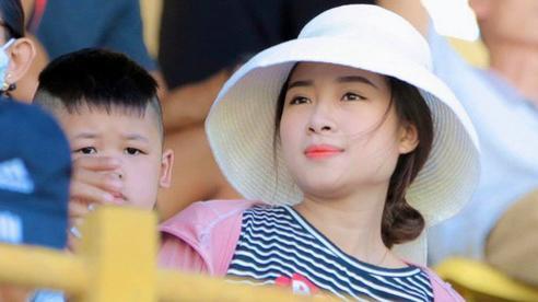 Nhật Linh vừa buồn vừa lo vì có dấu hiệu sinh sớm trong thời gian Văn Đức xa nhà