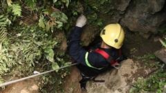 Cao Bằng: Xuống hang sâu cứu người đàn ông mắc kẹt, 2 người tử vong, nhiều người ngộ độc
