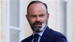 Thủ tướng Pháp bất ngờ nộp đơn từ chức