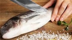Mẹo hữu hiệu đánh bay mùi tanh của cá