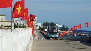 Rợp sắc cờ Tổ quốc trên đảo tiền tiêu Lý Sơn