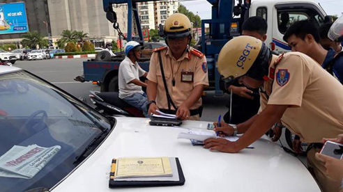 Những trường hợp xe máy, ô tô nào sẽ bị thu hồi đăng ký, biển số theo quy định mới của Bộ Công an?