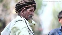 Người đàn ông nghe theo lời thần, 50 năm quyết không cắt tóc