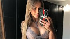 Cô gái 'nóng bỏng' bị quấy rối liên tục vì hình xăm nhạy cảm