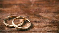 Bé gái 12 tuổi làm vợ tư của gã đàn ông hơn 33 tuổi để được trả học phí