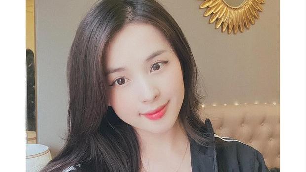 Nữ streamer Thảo Nari khoe 'tâm hồn' gợi cảm ngay trên sóng, fan nổ comments ngất ngây!