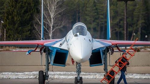 Tiêm kích mới nhất của Nga MiG-35 phô diễn kỹ năng trên không