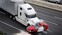 Video cảnh báo 4 điểm mù quanh xe tải mà bạn cần tránh xa kẻo tai nạn
