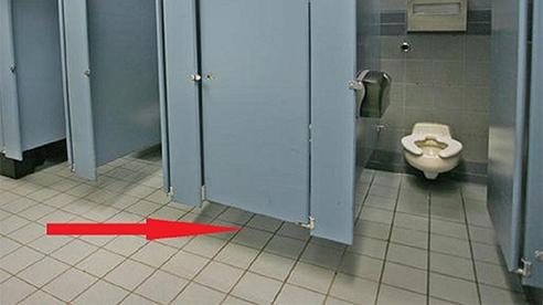 Lý do nhà vệ sinh công cộng luôn sử dụng vách hở