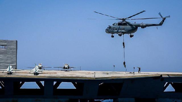 Dùng cả vệ tinh để đánh 'tàu sân bay', Iran một lần nữa khiến Mỹ choáng váng!
