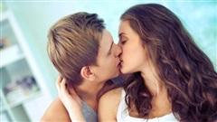 Tại sao đàn ông thích hôn môi đến thế? Biết lý do tôi đã chủ động hôn chồng mỗi ngày