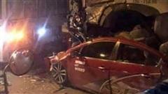 Ôtô con bị xe container chèn qua, 3 người chết, 1 người bị thương